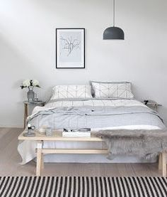 Bench at the foot of the bed | heart bedrooms