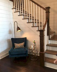 Staircases ideas home renovation: 80 modern farmhouse staircase decor ideas Modern Farmhouse, Foyer Decorating, Staircase Makeover, Stair Railing, Farmhouse Stairs, House Design, Stairways, Floor Design, Farmhouse Staircase