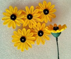 Quilled Flowers Tutorial Free tutorial on quilling paper. Make these 2 and 3 dimensional flowers out of paper. Quilling Flower Designs, Quilling Flowers Tutorial, Quilling Images, Paper Quilling Flowers, Paper Quilling Jewelry, Paper Quilling Patterns, Flower Tutorial, Quilling Ideas, Quilled Roses