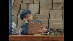 プラダから5編のショートフィルム『ポストマン ドリームズ』- 妄想好きな、さえない郵便配達員の日常
