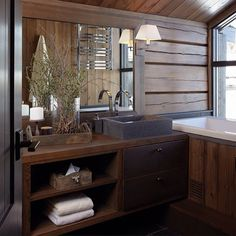 Cabin Homes, Log Homes, Modern Wood House, Chalet Interior, Building A Cabin, Cabin Bathrooms, Montana Homes, Cabin Interiors, House In The Woods