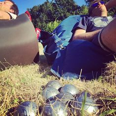 Lazy Sunday. // Looking forward to receiving your extreme petanque pictures videos & stories! // #extremepetanque #extremeboules #pétanqueextrème #streetpetanque #urbanpetanque #ultimatepetanque #extremebocce #petanque #petanca #jeuxdeboules #jeudeboules #boules #bocce #bocceball #ball #balls