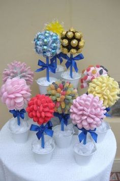 Buy small cake cases to match colour scheme instead of brown cases on Ferrero roche Wedding sweet trees Candy Party, Party Favors, Buffet Party, Deco Buffet, Candy Trees, Candy Topiary, Candy Centerpieces, Quinceanera Centerpieces, Wedding Centerpieces