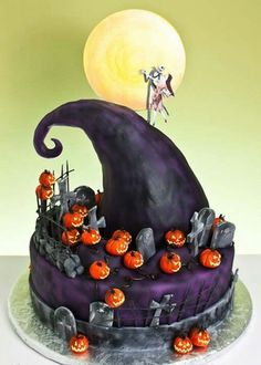 Nightmare Before Christmas Halloween Cake - yes!--- I wish someone would make this a birthday cake for me! Love this Halloween cake! Halloween Torte, Pasteles Halloween, Bolo Halloween, Dessert Halloween, Fete Halloween, Halloween Treats, Happy Halloween, Disney Halloween, Halloween Alley