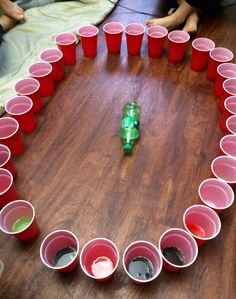 Political Indoor Party Games Politische Indoor-Partyspiele Image by Luca Wendt The Ultimate Guide to party game. Disney Party Games, Princess Party Games, Teen Party Games, College Party Games, 21 Party, Party Cups, Party Drinks, Drunk Games, Indoor Party Games