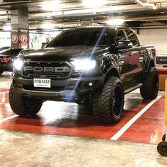Suv Trucks, Ford Pickup Trucks, Toyota Trucks, Car Ford, Diesel Trucks, Cool Trucks, Chevy Trucks, Lifted Trucks, Black Ford Raptor