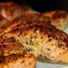 Vajban sült fűszeres lazac Healthy Recepies, Hungarian Recipes, I Want To Eat, Fish Dishes, Food 52, Fish And Seafood, Light Recipes, Clean Eating, Food Porn