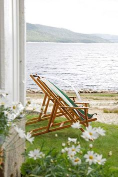 Cottage by the sea! Love these beach chairs! Perfect for the beach house! Coastal Cottage, Coastal Living, House By The Sea, Lake Life, Beach Cottages, Seaside, Beach House, Ocean House, Outdoor Living
