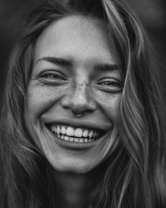 Agata serge смех fotos de rostro, retratos и fo Black And White Portraits, Black And White Photography, Portrait Inspiration, Character Inspiration, Beautiful Smile, Beautiful People, Beautiful Beach, Foto Portrait, Face Photography