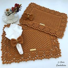 Crochet Crafts, Crochet Projects, Crochet Stitches Free, Diy Embroidery, Baby Sewing, Crochet Clothes, Burlap Wreath, Lace Shorts, Diy And Crafts