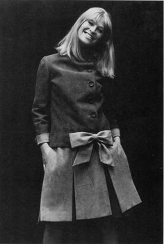 Julie Christie in a suede dress by Mitzou, photo by Hatami, May 1965 Hollywood Stars, Classic Hollywood, Hollywood Fashion, Vintage Beauty, Vintage Fashion, Julie Christie, Jacqueline Bisset, Charlotte Rampling, Mod Girl
