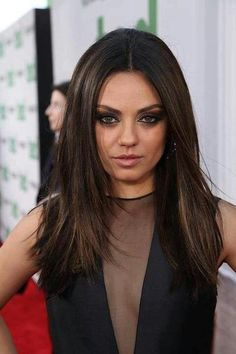Mila Kunis hair and makeup: I love this hair color for fall - New Hair Design Fall Hair Color For Brunettes, Fall Hair Colors, Cool Hair Color, Brunette Color, Brunette Hair, Straight Hairstyles, Cool Hairstyles, Mexican Hairstyles, Look Chic