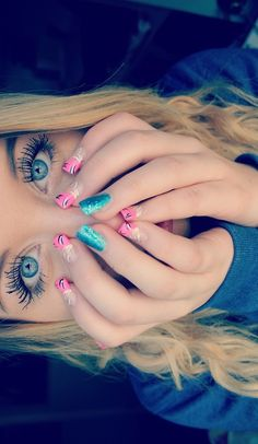 i had no idea if i should put this pic in the board nials,hair or makeup but the nails stand out more to me.<3