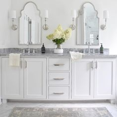 Beautiful master bathroom home decor tips. Modern Farmhouse, Rustic Modern, Classic, light and airy bathroom design some tips. Master Bathroom makeover a few suggestions and bathroom remodel tips. Steam Showers Bathroom, Bathroom Faucets, Bathroom Storage, Bathroom Interior, Bathroom Organization, Remodel Bathroom, Bathroom Mirrors, Bathroom Cabinets, Glass Showers