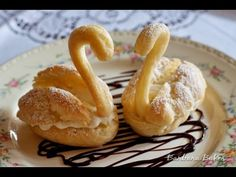 Pretty, golden cream puff swans filled with rich, creamy pastry cream frolicking in a drizzle of hot fudge. Köstliche Desserts, Delicious Desserts, Dessert Recipes, Eclairs, Profiteroles, Cream Puff Swans Recipe, Pastry Recipes, Cooking Recipes, Desserts