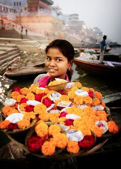 Marigolds in Varanasi , India Goa India, Varanasi, We Are The World, People Of The World, Rishikesh, Sri Lanka, Amazing India, India People, India Colors
