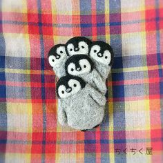 くるくるダンスペンギンのブローチ Needle Felted Animals, Felt Animals, Needle Felting, Felt Penguin, Penguin Art, Learn Embroidery, Embroidery Art, Felt Crafts, Diy And Crafts