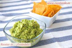 Receta de salsa guacamole muy sencilla y deliciosa. Aprende cómo preparar esta refrescante salsa mexicana a base de aguacate y un toque picantón.