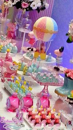 Decoração linda e delicada para a Princesa Isabella! ♥ Quando a mamãe Barbara nos procurou disse que queria uma Peppa azul e rosa e sem o tr...