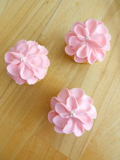 Begonia flower cupcakes