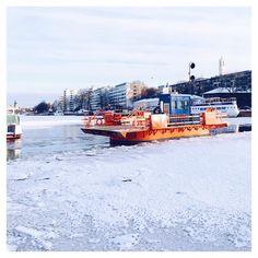 "Nina Hellman on Instagram: ""#meiänföri .. .. .. .. .. .. .. #föri #winterriver #vinterå #talvijoki #icyriver #jokijäässä #ispåån #myhometown #kotikaupunkini…"" Finland, New York Skyline, Times Square, Travel, Instagram, Travel Tips, Vacation, Trips, Viajes"