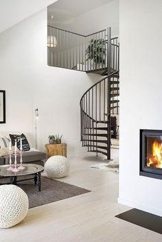De caracol. Así son las escaleras más molas de todas. Hoy, inspiración en el blog: http://www.micasanoesdemuñecas.com/de-caracol/