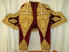 Greek Dress, Embroidery Fashion, Embroidered Silk, Couture Fashion, Fiber Art, Costumes, Folk Art, Jewellery, Albania