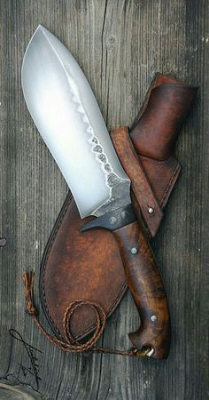 The Amazing - Sweet chopper knife! Cool Knives, Knives And Tools, Knives And Swords, Forging Knives, Forged Knife, Kydex, Homemade Weapons, La Forge, Knife Sheath