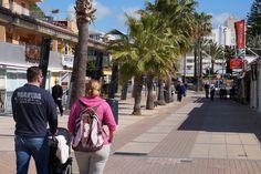 Calle peatonal delante de Villa Miel