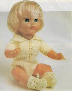 A crawler for Dolly, pattern from Your Family. Doll Patterns, Clothing Patterns, Print Patterns, Crochet Patterns, Free Crochet, Baby Dolls, Doll Clothes, First Love, Barbie