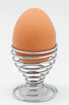 Voici une astuce drôle qui vous montrera comment décortiquer très rapidement et proprement un œuf dur !