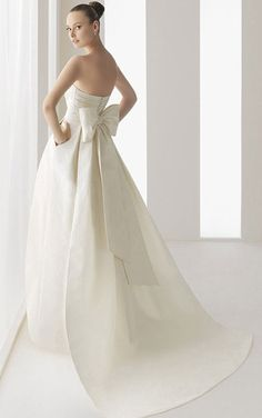 Yes my wedding dress will have a pocket!