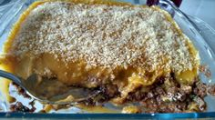 Escondidinho quase vegan, exceto pelo queijo ralado! Feito com proteína vegetal texturizada e purê de batata, cenoura, abobrinha e leite de aveia.