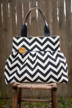 Love this chevron striped bag by my friend @joannaivey with Ivey Expressions
