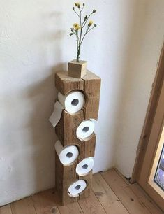 Auch im Bad kann man schöne DIY Ideen umsetzen. Wie findest du diesen coolen Kl… You can also implement beautiful DIY ideas in the bathroom. What do you think of this cool toilet paper holder? A real eye-catcher! Wood Crafts, Diy And Crafts, Home Projects, Woodworking Projects, Woodworking Logo, Woodworking Plans, Woodworking Videos, Woodworking Beginner, Woodworking Quotes