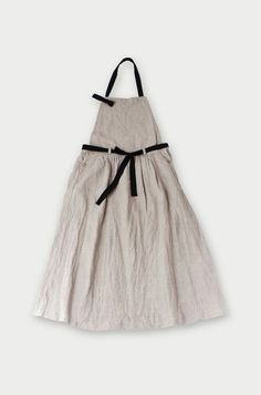 Tie in front apron Japanese Apron, Linen Apron, Sewing Aprons, Apron Dress, Fashion Sewing, Linen Dresses, My Wardrobe, Dress To Impress, Work Wear