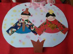 こんにちは。天候は、晴れ。季節外れの暖かさです。このひな飾りは、2週にかけて親子教室で作りました。最初の週は台紙にスタンプを押し、次の週はおひなさまを貼りました。今日もよろしくお願いします。 #education #親子教室 #制作 #creation #ひな飾り #おひなさ #ひな祭り #桃の節句 #節句 #Hinamatsuri #GirlsFestival #girls #festival #hi #你好 #안녕하세요 #Привет #สวัสดี #sunny #Thursday #弥生 #March