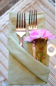 6 Ridiculously Simple Napkin Folding Ideas You Can't Screw Up (PHOTOS)