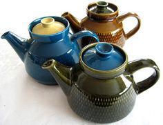 Billedresultat for antik stavangerflint kon tiki Ceramic Teapots, Ceramic Decor, Ceramic Pottery, Modern Retro, Retro Vintage, Cute Teapot, Vintage Tableware, Tea Cup Set, China Porcelain