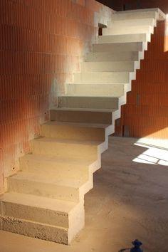 escalier b ton en cr maill re deux vol es droites et un palier interm diaire escalier. Black Bedroom Furniture Sets. Home Design Ideas