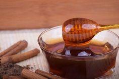 Chrzan, miód i cytryna - schudnij 12 cm w talii i 5 kilo w 3 tygodnie | KobietaXL.pl - Portal dla Kobiet Myślących Cinnamon Tea, Honey And Cinnamon, Ginger And Honey, Raw Honey, Honey Wrap, Sauce Au Miel, Honey Uses, Ginger Wraps, Natural Energy Drinks