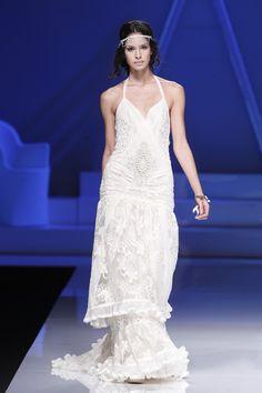 Precioso vestido de novia inspiración años 20 de la colección 2013 de YolanCris   {Fotos, ©Ugo Camera/Ifema}
