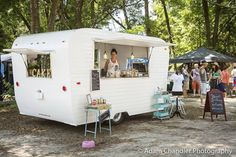 Food Inspiration – Top 10 Charleston Food Truck Food Rings Ideas & Inspirations 2017 - DISCOVER Cool vintage camper food truck Sweet Lulu's Bakery On Wheels … Discovred by : Jessica Maloney Food Trucks, Food Truck Desserts, Retro Caravan, Retro Campers, Caravan Bar, Vintage Campers, Happy Campers, Concession Trailer, Food Trailer