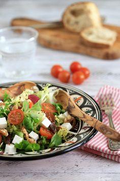 Ensalada con dátiles y nueces - Dates and walnuts salad - No quieres caldo? ... Pues toma 2 tazas.