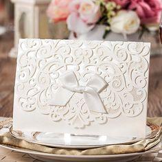 100 Pçs/lote, Branco elegante Oco Gravata De Seda Cartão Convites De Casamento com Envelopes e Selos, venda por atacado Disponível