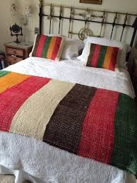 Resultado de imagen para pie de cama en telar Loom Weaving, Tapestry Weaving, Hand Weaving, Mexican Crafts, Weaving Projects, Sewing Art, Bed Throws, Diy Pillows, House And Home Magazine