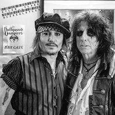 Johnny Depp with Hollywood Vampires' bandmate Alice Cooper Johnny Depp Band, Johnny Was, Alice Cooper, Hot Actors, Actors & Actresses, July Movies, The Hollywood Vampires, Goth Music, Joe Perry
