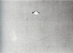 ........ Alien Sightings, Ufo Sighting, Atlantis, Mystery, Aliens And Ufos, Flying Saucer, Bizarre, Close Encounters, Sci Fi Art