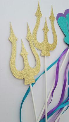 Accessoires runden das attraktive Arielle die Meerjungfrau Kostüm ab