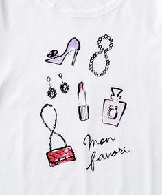 ファッショナブルなイラストを得意とする、大人気イラストレーター・大橋美由紀さん。一度見たら忘れられない、シンプルで大胆な線と色使いが魅力です。可愛げ小物がちりばめられたデザインTシャツは、身に着けるたびにおしゃれ心を刺激します。細身タイプですのでジャケットインで着てもスマートで、程よく開いた襟元で、大人の抜け感を演出します。ホワイトとベージュの二色展開となります。